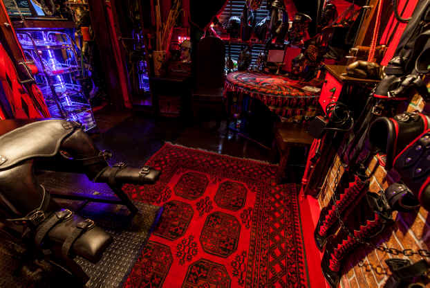 London dungeon hire this reception dungeon room is for Dungeon bedroom ideas